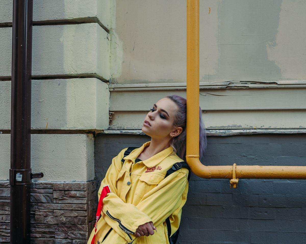 yellow женский портрет купить